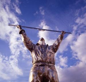 Jan Fabre, L'uomo che misura le nuvole, Courtesy of Marca