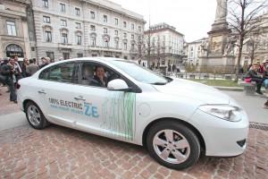 Letizia Moratti nell'auto elettrica guidata dal presidente Renault Jacques Bousquet, Courtesy of Renault Italia