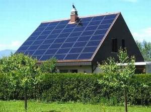 pannelli-solari-edificio, Courtesy of Ecologiae.com