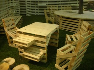 Arredamento in pallet della linea Palm Design, Courtesy of Greencommerce.it