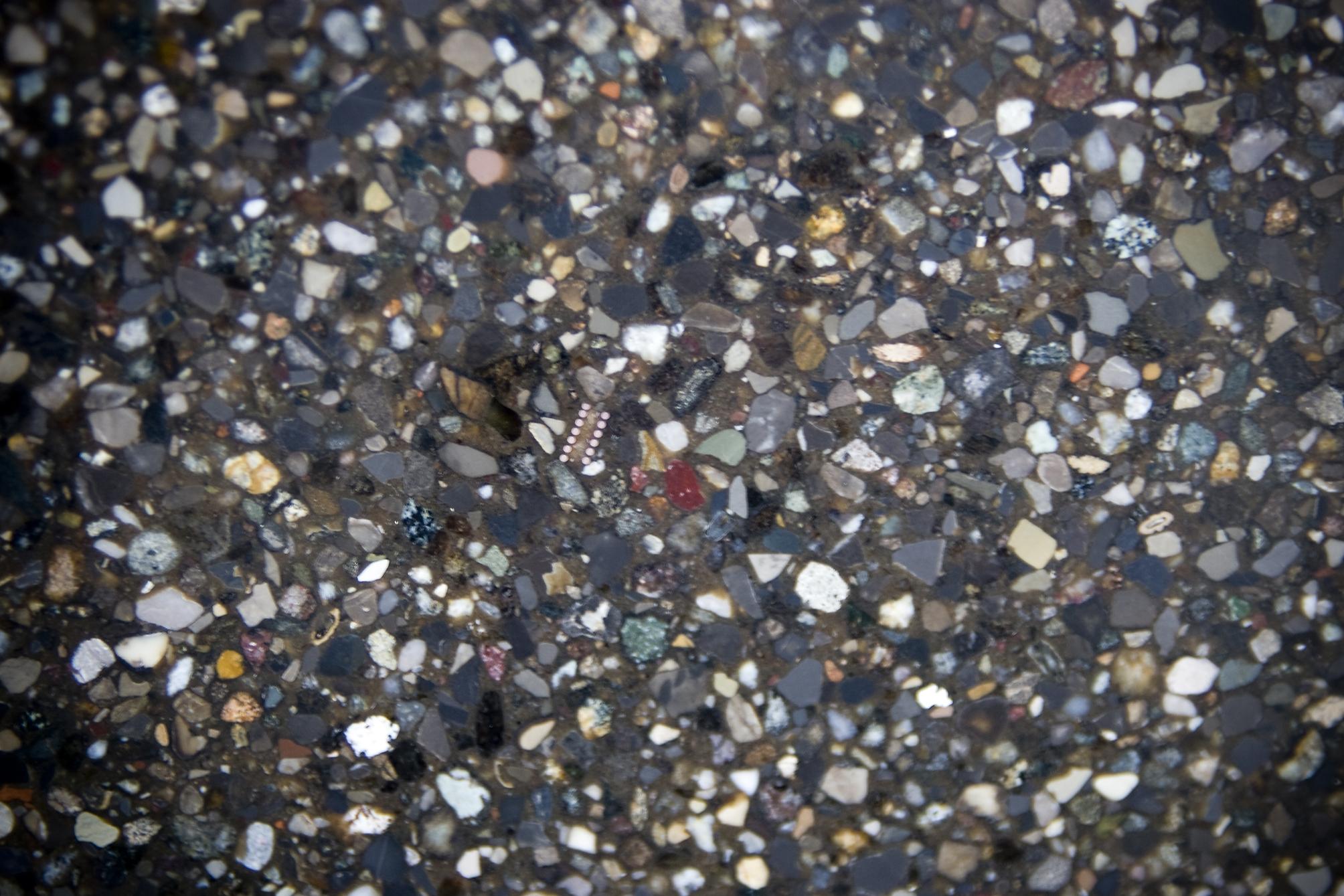 Stone italiana il recupero di materia che fa il lusso for Graniglia di vetro