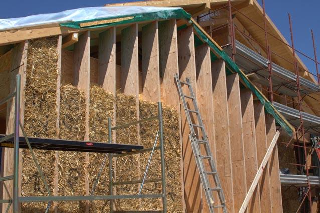 Una casa d oro tutta in paglia e materiali naturali for Come stimare i materiali da costruzione per la costruzione di case