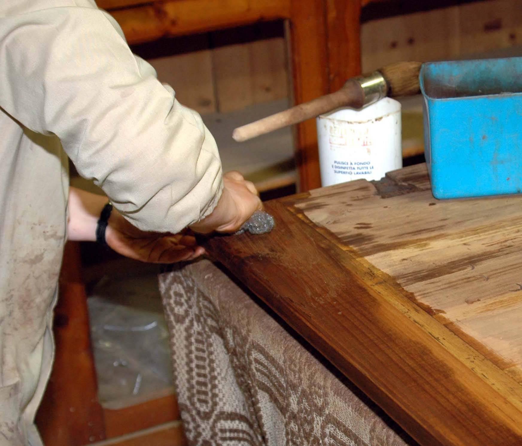 Inaugura rigeneriamo officina di quartiere per dare nuova - Restaurare un mobile in legno ...