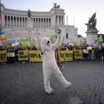 COP21: Climate March in RomeGreenpeace alla marcia del clima per un futuro 100% rinnovabile
