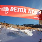 Detox Outdoor Action on Apeninnes Mountains in ItalyGreenpeace: in montagna nudi o mascherati per dire no alle sostane tossiche pericolose.