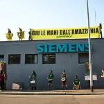 Tapajós Action at Siemens Building in MilanIn azione a Milano: Siemens rinunci ai mega-progetti in Amazzonia
