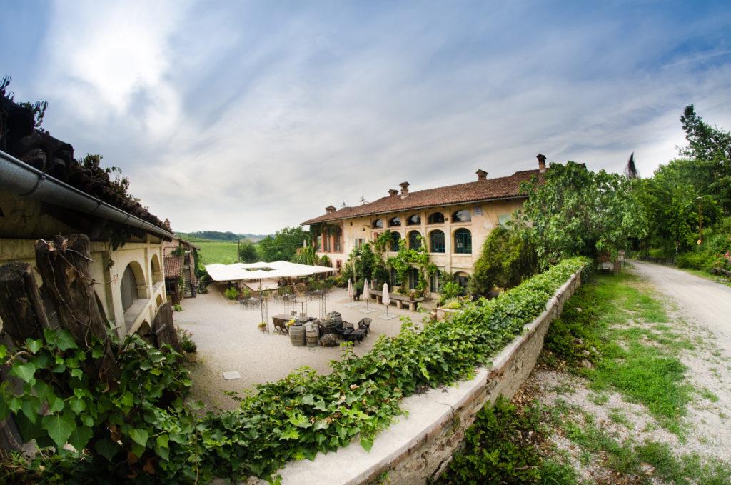 Casa scaparone storia e futuro di un sogno coltivato tra for Case di un ranch di storia