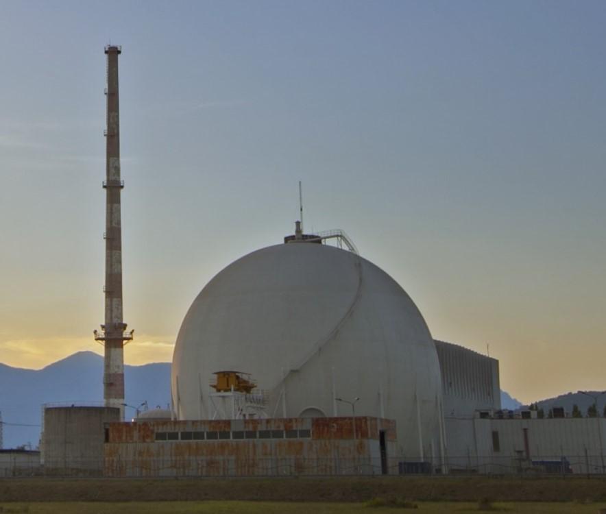 Simboli e costi del decommissioning nucleare demolito il for Camino centrale
