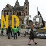 Gli attivisti di Greenpeace prima della demolizione della Chiesa di Immerath